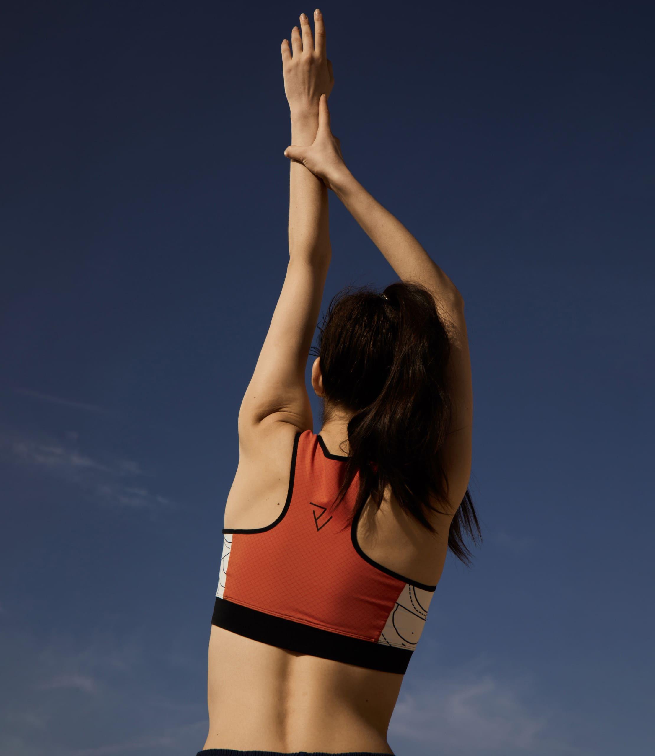 rv-c1-women-hands-air-sportsbra
