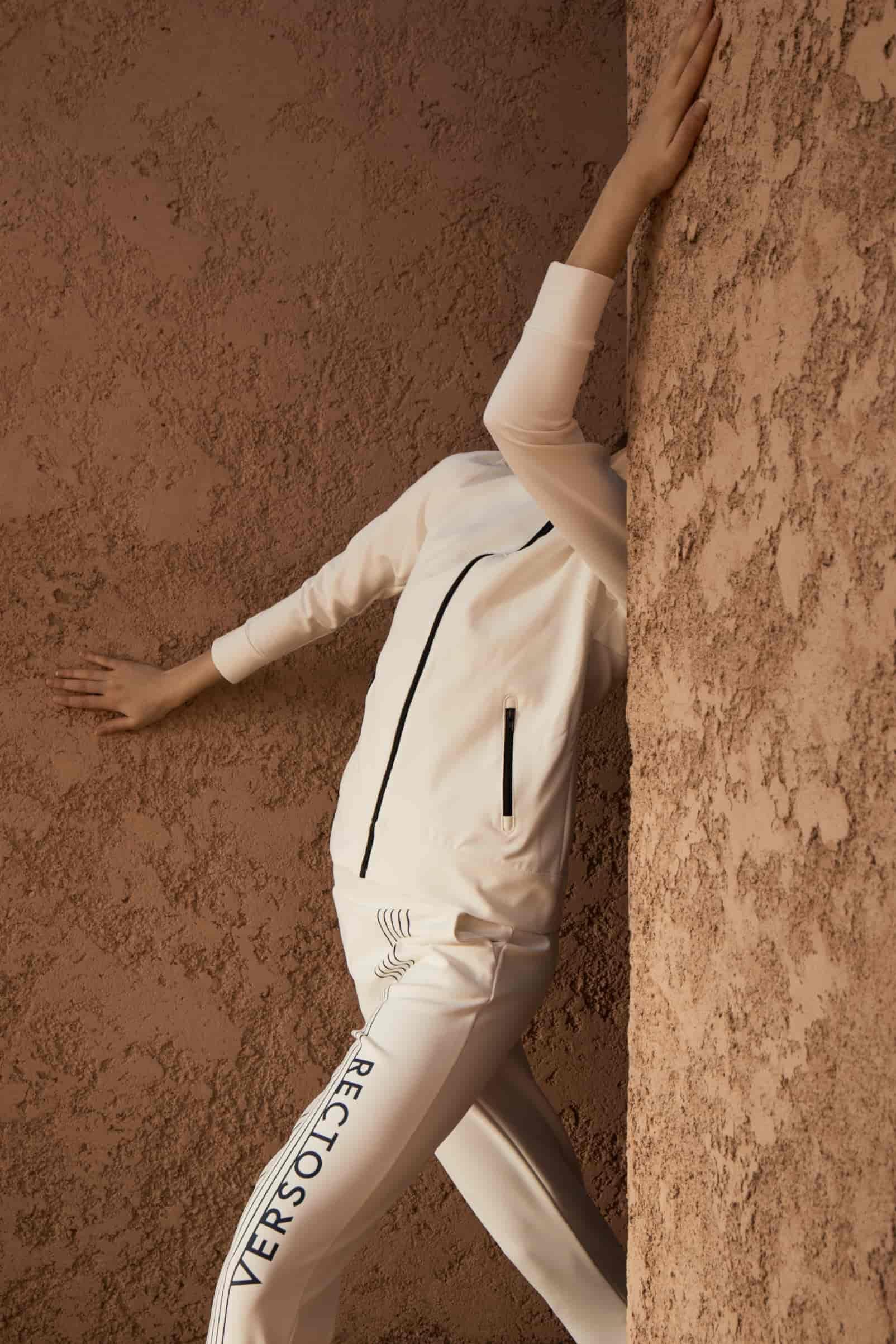 rv-c1-jacket-jogger-white-wall