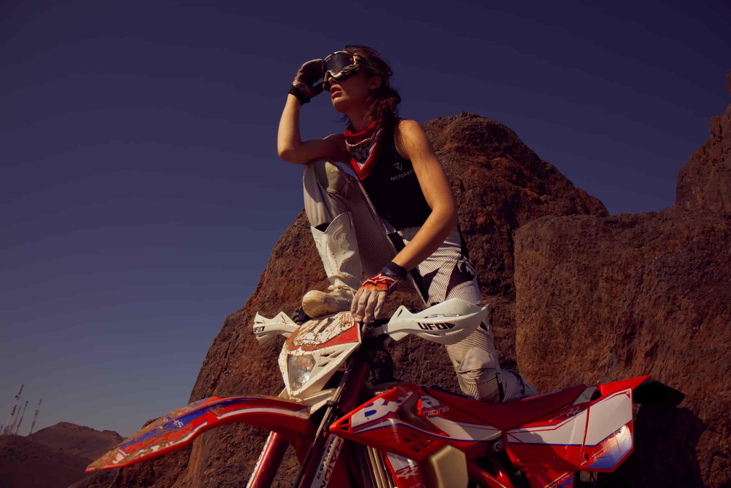 rv-c1-motorcycle-women-white-air-glasses